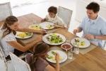 Почему надо молчать во время еды