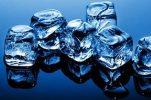 Массаж кожи кубиком льда